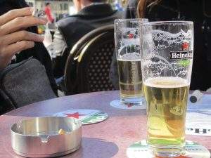 Une petite bière en terrasse à Amsterdam !