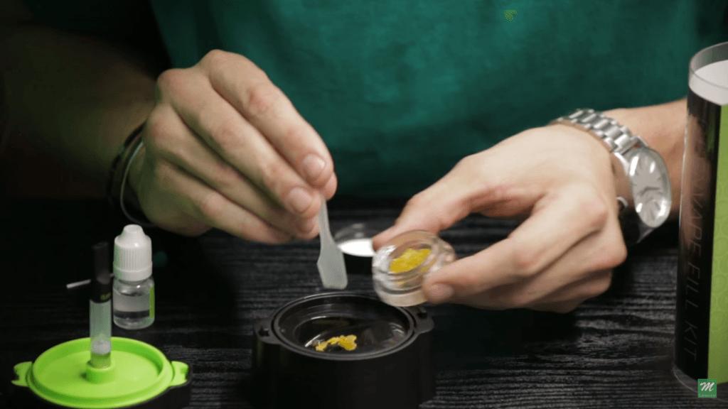 Mélanger de l'extrait de Cannabis avec du propylène glycol
