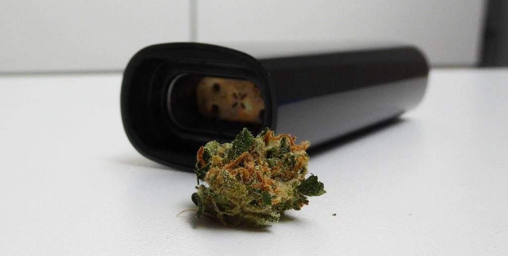 Charger le PAX 3 avec de la Weed