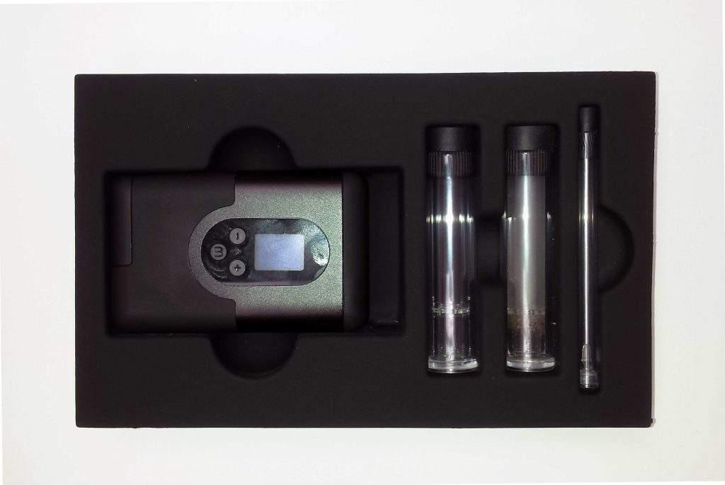Vapo dans la boîte avec ses 2 embouts en verre et l'outil de nettpayge